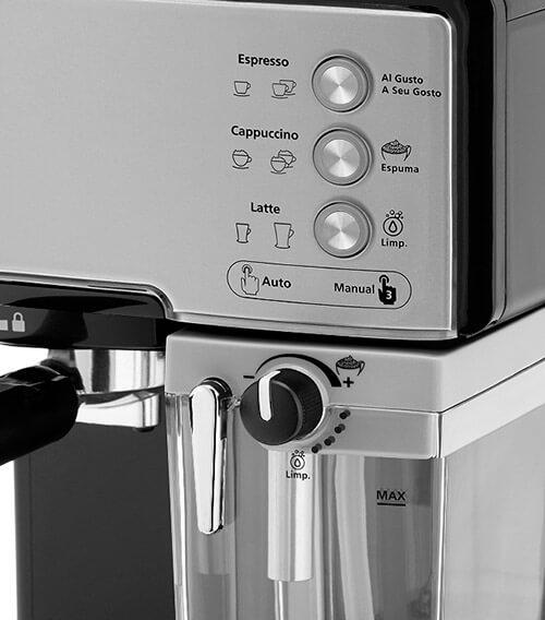 Cafetera automática Oster Prima Latte plateada con depósito para leche depósito de 1,5 litros