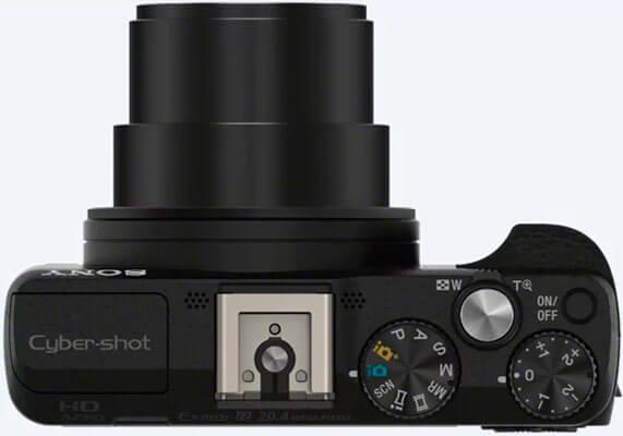 Cámara Sony dsc-hx60 vista desde arriba con el foco abierto