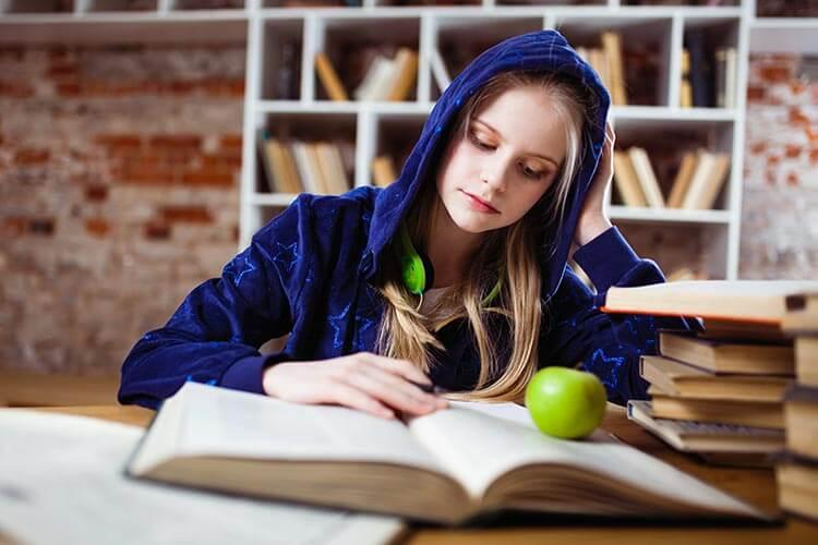 Tapones los oídos para estudiar