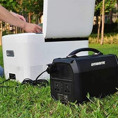 Generador Litionite Titan cargando una nevera portátil
