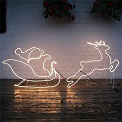 Silueta de trineo con Papá Noel
